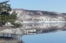 初春の桧原湖