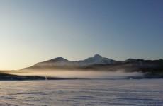 桧原湖の氷結と裏磐梯