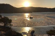 春の桧原湖の夕陽(2)