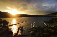 桧原湖の黄金色の夕陽(1)